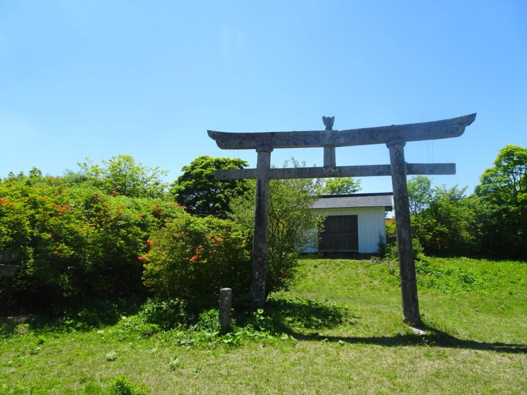日山山頂の日山神社