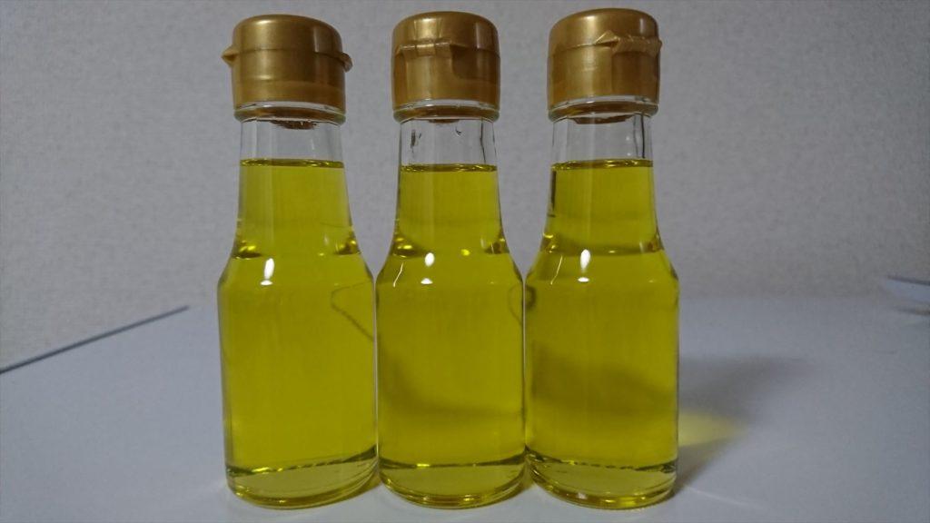 琥珀色したエゴマ油