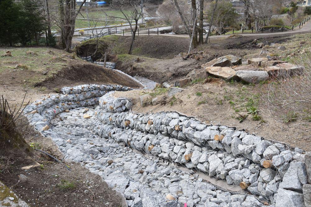 葛尾大尽屋敷跡公園で水路を造成