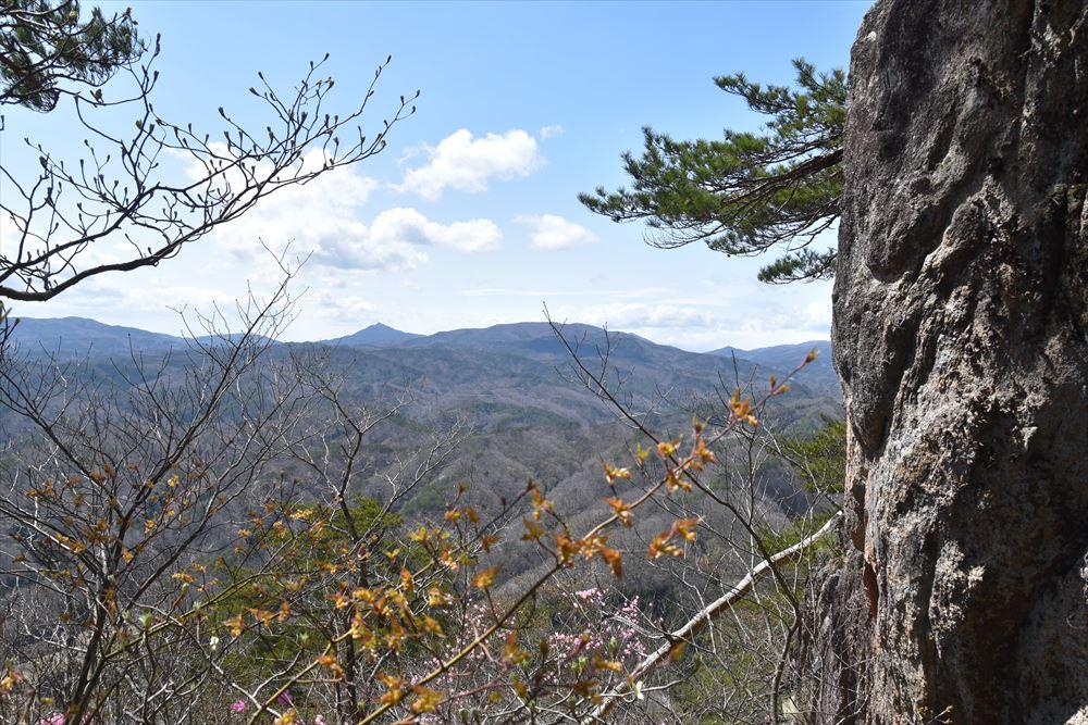 手倉山神社付近から阿武隈の山々を望む